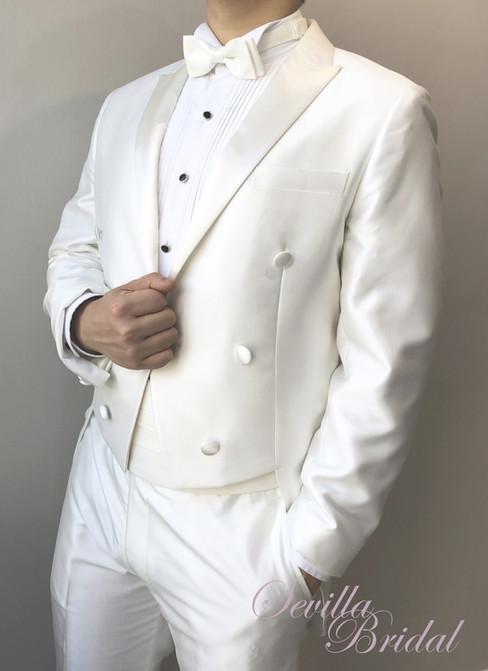 白色角領燕尾禮服.jpg