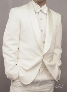 白色匙領平腳禮服.jpg