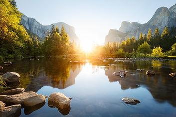 foto affiche open avonden water en berge