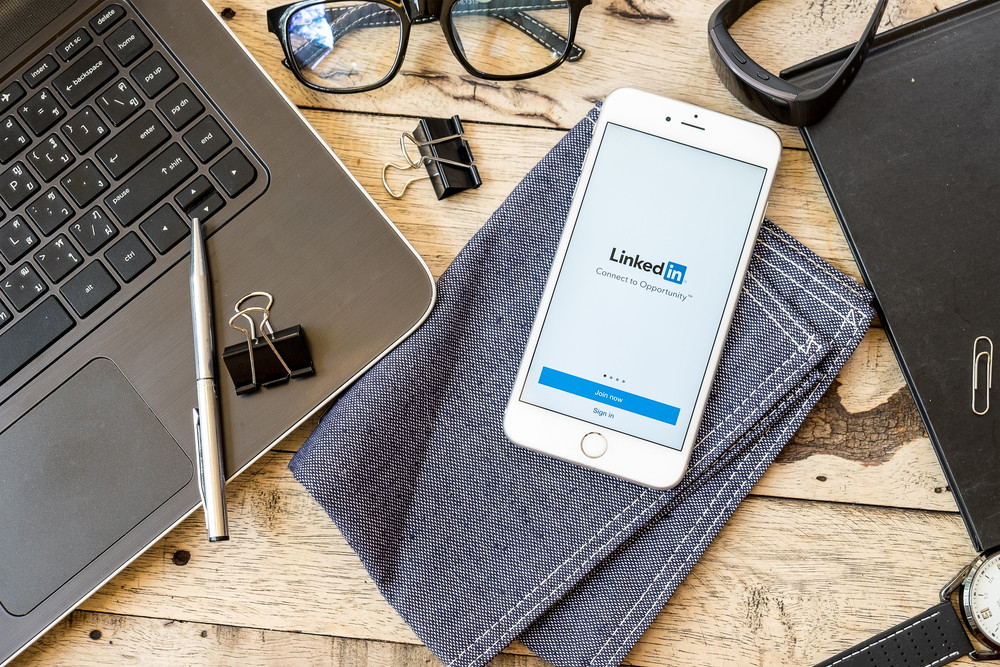 Ouma Marketing Swansea Social Media - LinkedIn