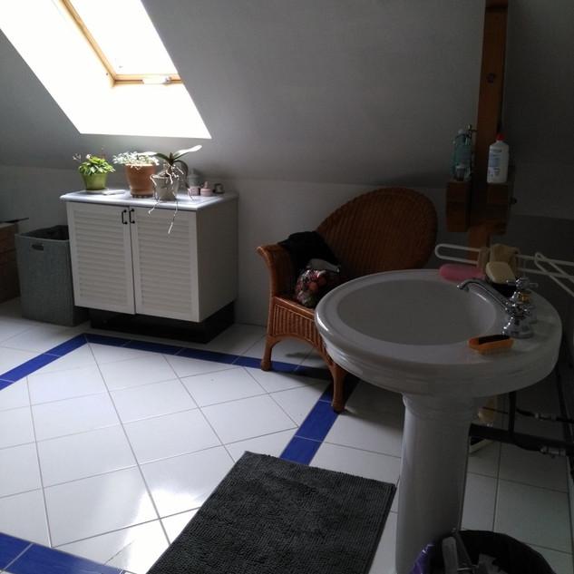 Agencement et décoration d'une salle de bains par Carnets Libellule. Coralie Vasseur est votre Décoratrice d'intérieur UFDI à Compiegne : avant travaux