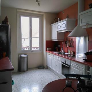 Cuisine moderne avant les travaux de rénovation et décoration. Coralie Vasseur est votre décoratrice d'intérieur UFDI à Compiegne Paris et Lille.