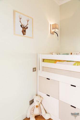 Rénovation et décoration d'une chambre d'enfant pour un petit garçon à Paris par Carnets Libellule. Coralie Vasseur est votre Décoratrice d'intérieur UFDI à Compiegne : détail accessoires de décoration pour chambre de petit garçon