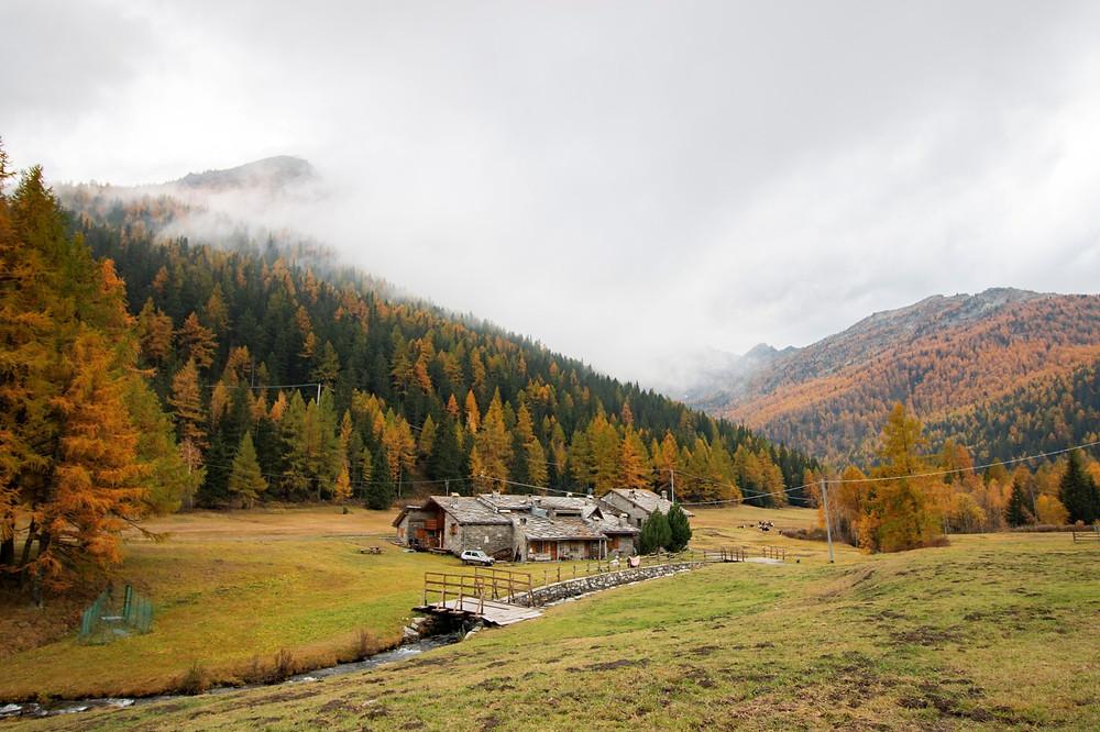 Paysage de montagne automnal dans les Alpes Italiennes