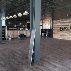 restaurant eap's café Compiegne pendant les travaux de rénovation et décoration, avant ouverture. Coralie Vasseur est votre décoratrice d'intérieur UFDI à Compiegne Paris et Lille. revêtements posés
