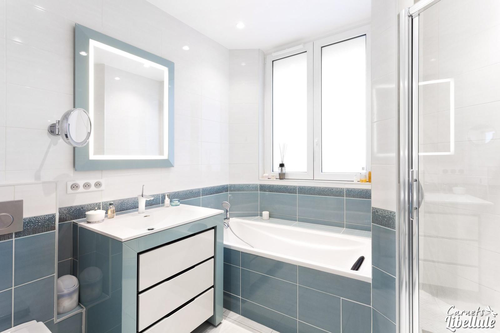 salle de bain lumineuse par Carnets Libellule. Coralie ...