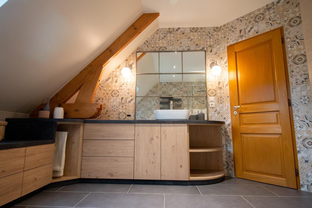Agencement et décoration d'une salle de bains par Carnets Libellule. Coralie Vasseur est votre Décoratrice d'intérieur UFDI à Compiegne : Meuble