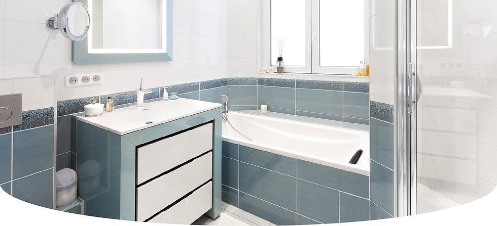 création d'une salle de bains dans un appartement à Annecy par le Studio Coralie Vasseur, architecte d'intérieur