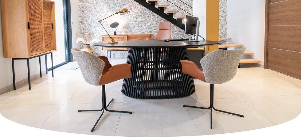 décoration d'une maison témoin pour une agence de constructeurs au style graphique à Compiègne, par l'architecte d'intérieur Coralie Vasseur.