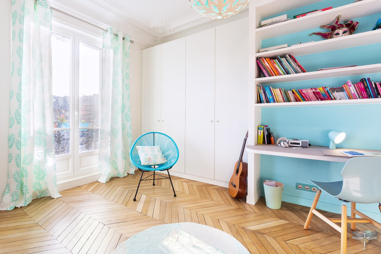 Décoration d'une chambre d'enfant pour une fille adolescente à Paris par Carnets Libellule. Coralie Vasseur est votre Décoratrice d'intérieur UFDI à Compiegne et Paris : bureau et dressing sur-mesure adaptés à l'espace