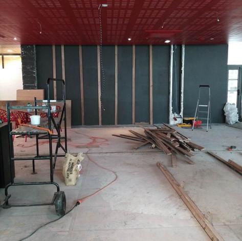restaurant eap's café Compiegne pendant les travaux de rénovation et décoration, avant ouverture. Coralie Vasseur est votre décoratrice d'intérieur UFDI à Compiegne Paris et Lille.