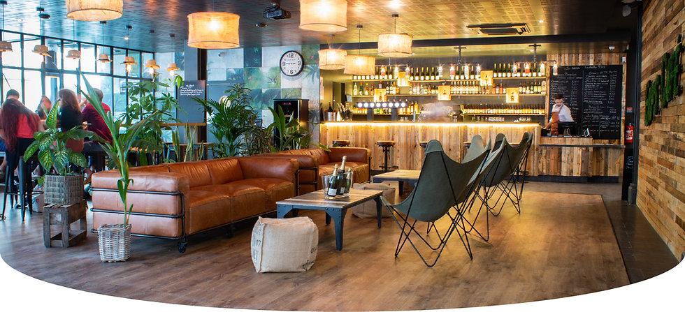 Décoration d'un bar resto à Compiègne à l'esprit jungle industriel par le studio Coralie Vasseur
