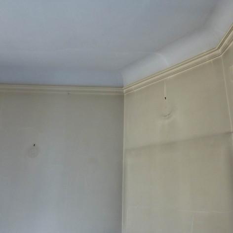 Photo pendant travaux de rénovation et décoration de la chambre parentale dans l'appartement Haussmannien, décoré par Coralie Vasseur, votre décoratrice d'intérieur UFDI à Paris
