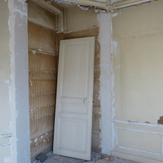 Photo pendant travaux de rénovation et décoration de la chambre d'adolescente dans l'appartement Haussmannien, décoré par Coralie Vasseur, votre décoratrice d'intérieur UFDI à Paris