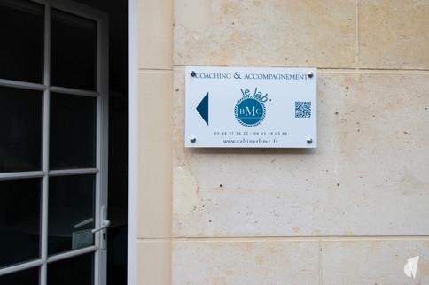 Rénovation et décoration d'une agence de recrutement et coaching à Chantilly, par l'agence Coralie Vasseur. Coralie Vasseur est votre architecte d'intérieur et décoratrice UFDI à Annecy, Genève et en Haute Savoie : entrée du lab'