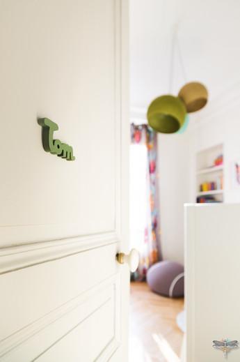 Rénovation et décoration d'une chambre d'enfant pour un petit garçon à Paris par Carnets Libellule. Coralie Vasseur est votre Décoratrice d'intérieur UFDI à Compiegne : lumière sur la chambre de Tom