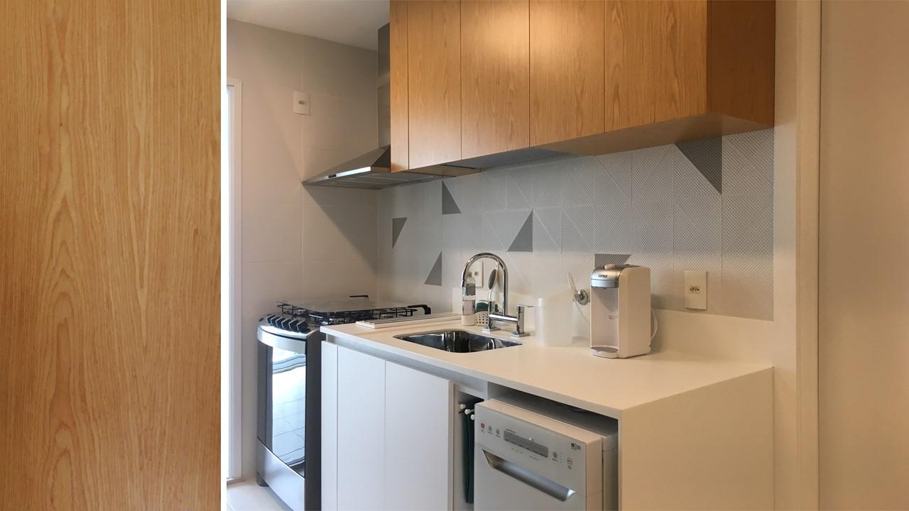 Cozinha e copa branca e madeira 1