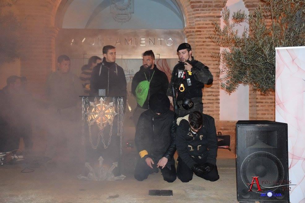 El instante del inicio del Apocalipsis. Isaac Merino y Dimitri sometidos por Alfa y Omega y los acólitos que eligieron ayudar al Cisma