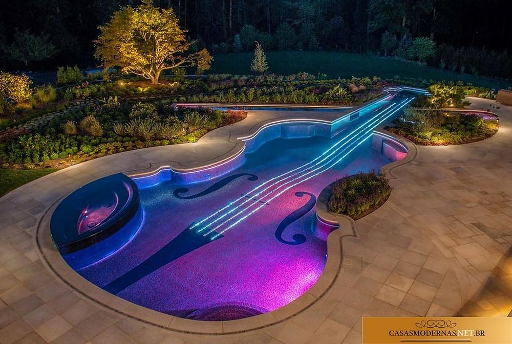 Piscina em forma de violino