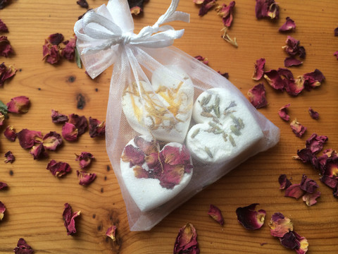 Wedding Library recommended wedding favours bath bombs