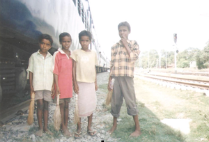 Street children in Buxar District India.png