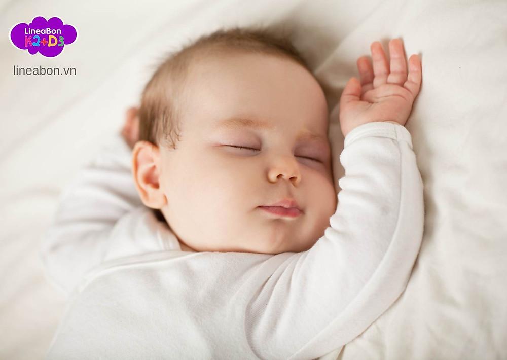 hormone tăng trưởng sẽ sản sinh vượt trội khi con ngủ sâu giấc