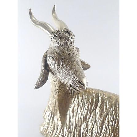Sculpture de chèvre en bronze ciselé et poli