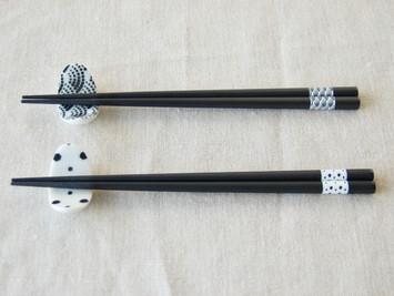 お箸と箸置きのセットです