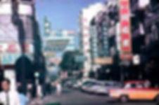 1960年尖沙咀加連威老道望向加拿芬道,右方可以看到龍城大藥行 .jpg