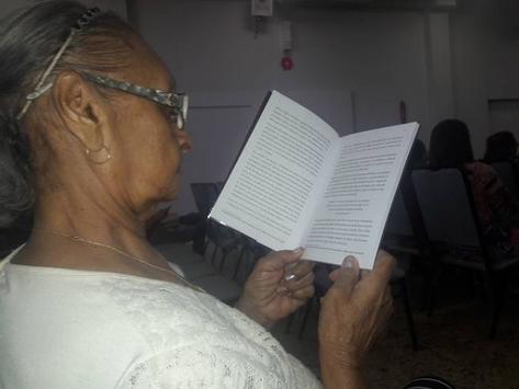 Livro e leitura no ato de ler/escrever