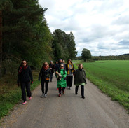 Kirjailijat kävelyllä