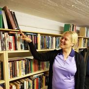 Seijalla on kirjastossa oma hylly! Tilaa löytyy vielä uusillekin kirjoille