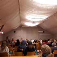 Yleisö osallistui keskusteluun