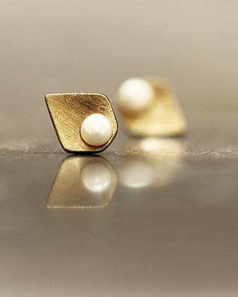 PELE Port Golden Stud Earrings