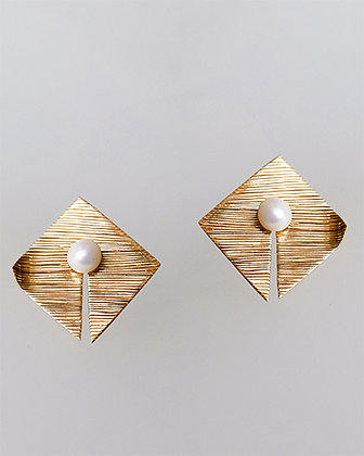 PELE Pacifica Golden Studs