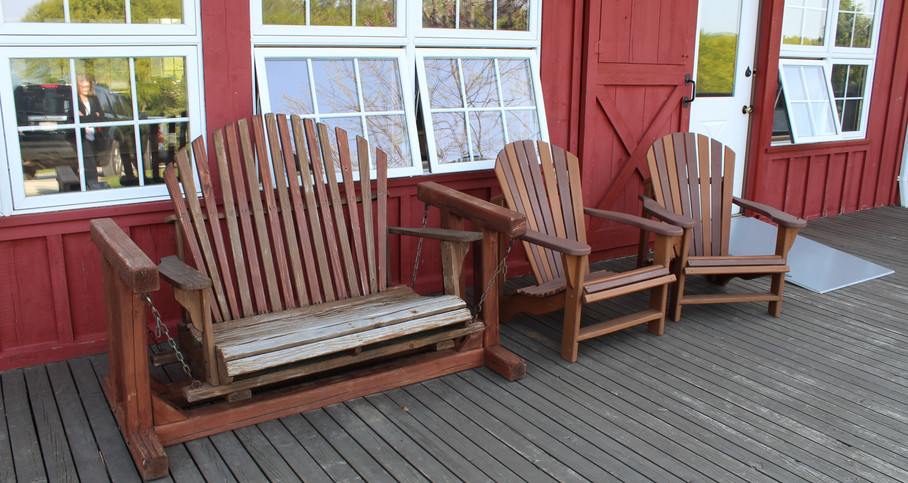 2019 Wynncliff swing bench and chairs.jp