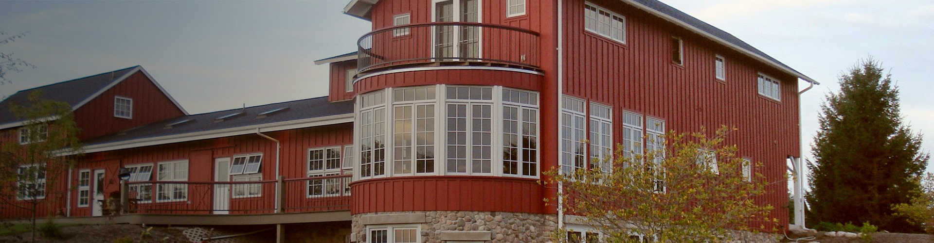 Wynncliff-RedBarn-1920x500-withgradient-