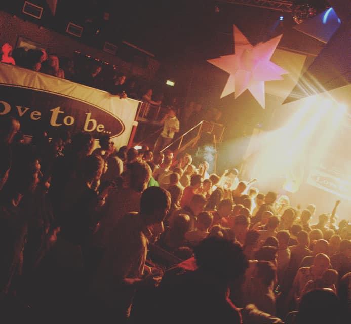 L2b crowd.jpg