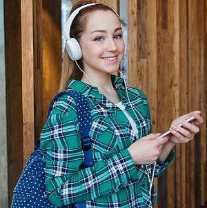 girl-3718536_640_edited.jpg