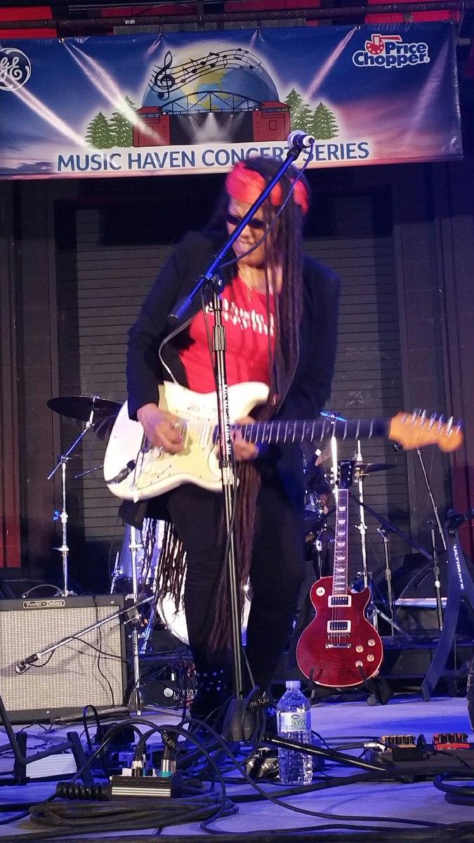 Felicia Collins - live!