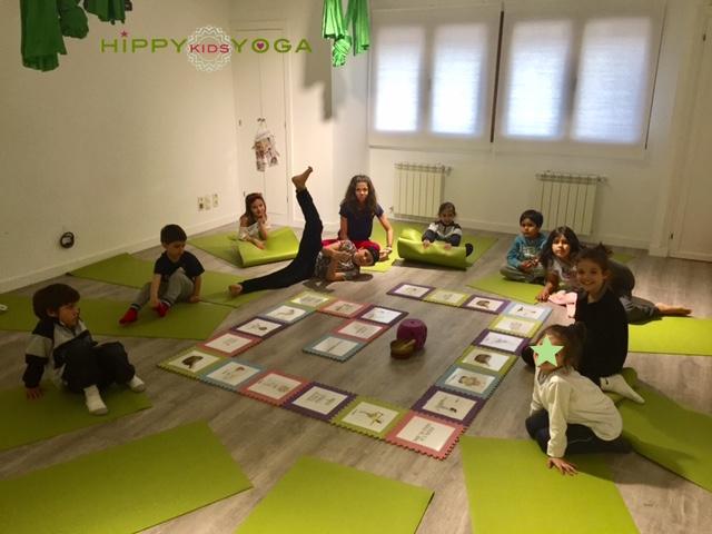 Juego de Yoga. www.hippykidsyoga.com