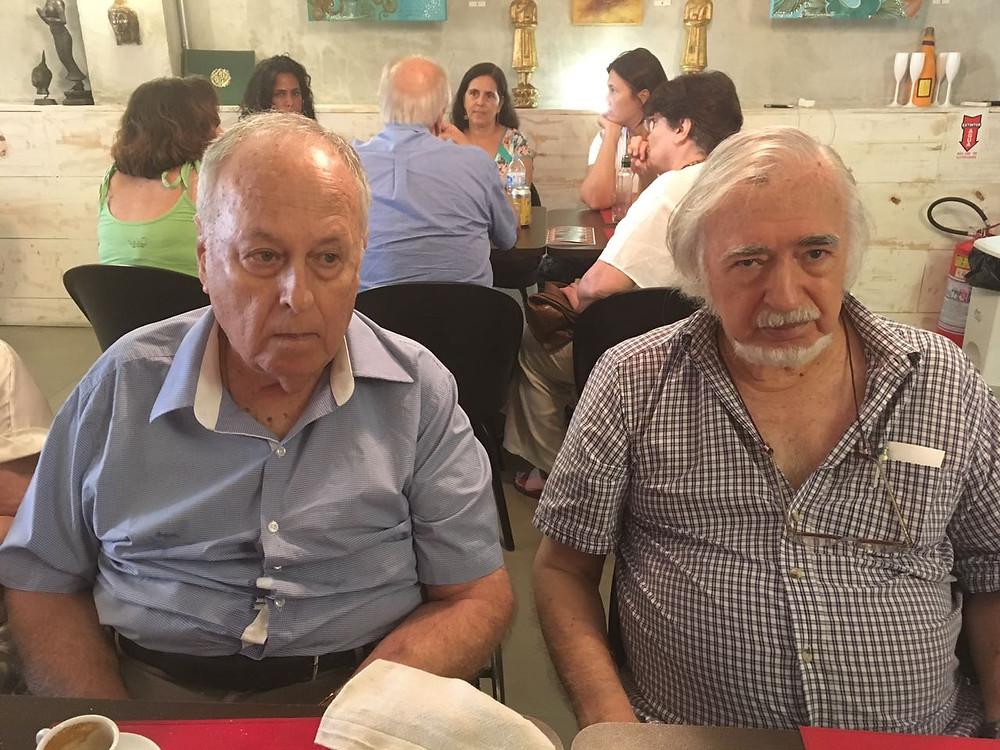 À esquerda, Moacyr Bastos. À direita, Augusto Burle.