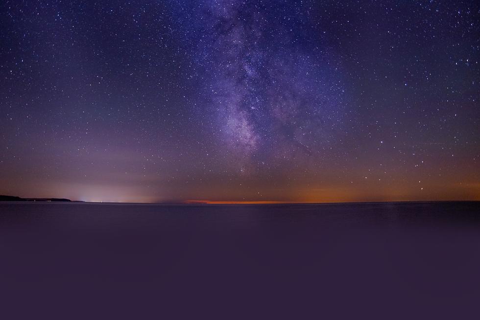 breathtaking-shot-sea-dark-purple-sky-fi