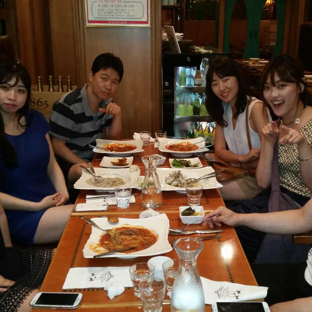한국에서 다시 만났습니다.
