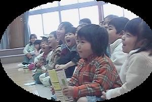 観劇する子どもイメージ写真