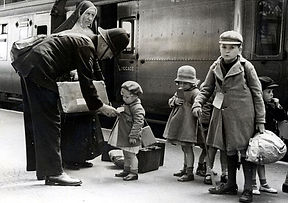 evacuees-leaving-london-1940-edit.jpg