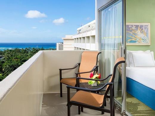 Ambassador_Hotel_Waikiki_(4).jpg