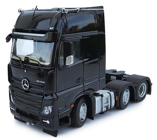 Mercedes-Benz Actros Gigaspace 6x2 black