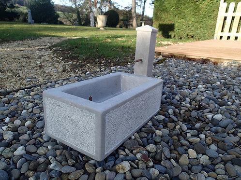 •Model-Brünneli mit Brunnenstock