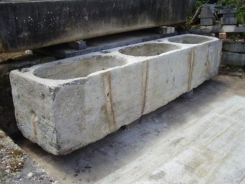 Altes Waschbrunnenbecken